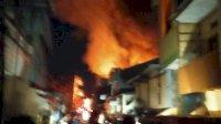 28 Rumah Petak Semipermanen Terbakar di Jalan Tinumbu